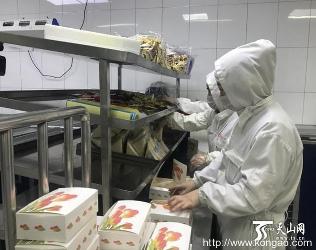 疫情防控期间新疆航空食品改花样,汉堡小油馕来了