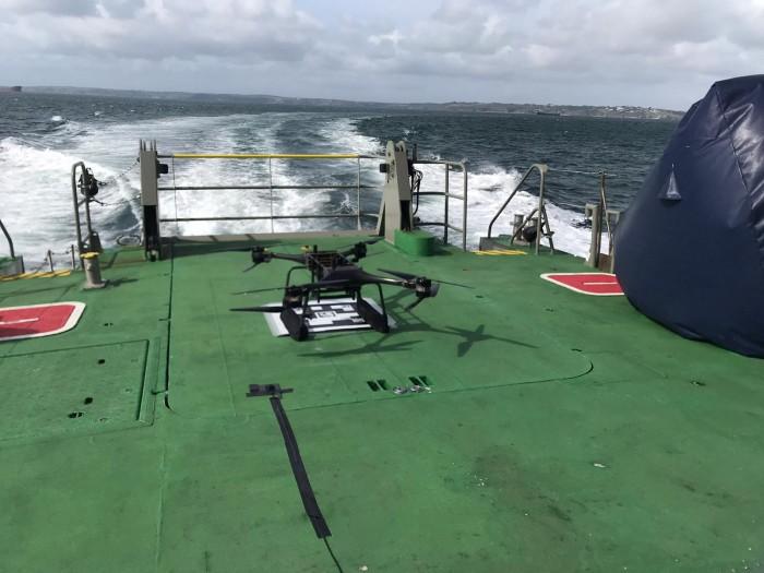 英国皇家海军测试将无人机用于落水人员的营救工作